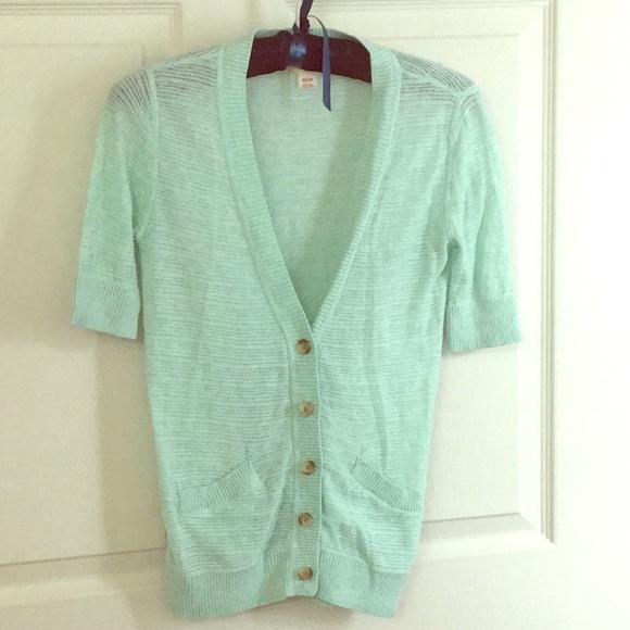 Light Green Short Sleeve Cardigan. M 5aad6a659d20f0df8d2c254f f4669563a